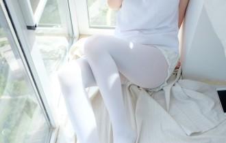 森萝财团 – R15-018 窗台上的白丝少女[86P486M]